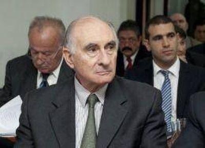 De la R�a asumir� su propia defensa para pedir su absoluci�n en el juicio por coimas en el Senado