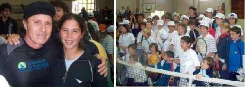 Navarrenses con el más grande del tenis argentino