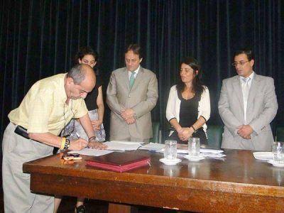Firmaron convenio para la construcción de viviendas con financiamiento nacional