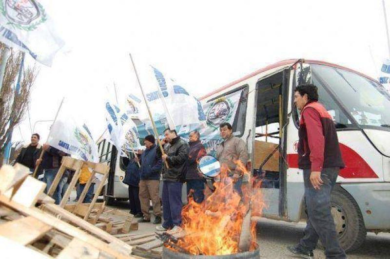 Choferes de Taikre restringen al m�nimo el servicio de colectivos