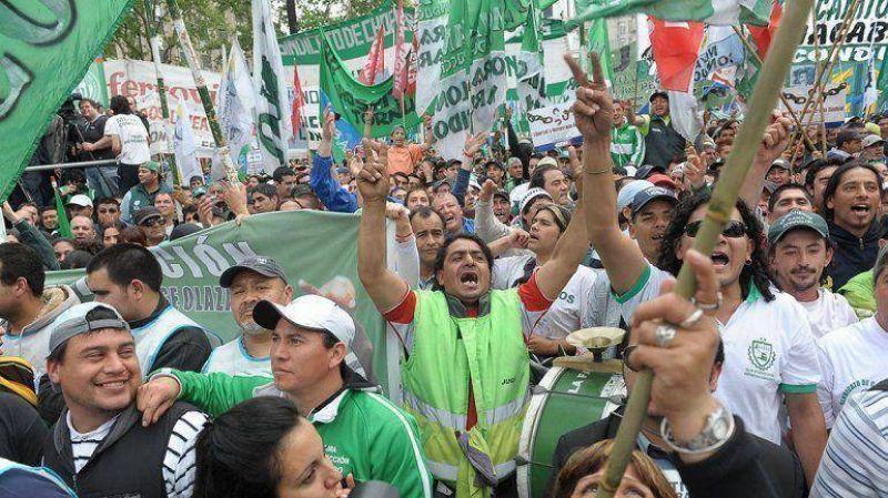 """La CTA pidió un """"bono navideño"""" de $2000 y ya habla de una marcha masiva junto a Moyano"""