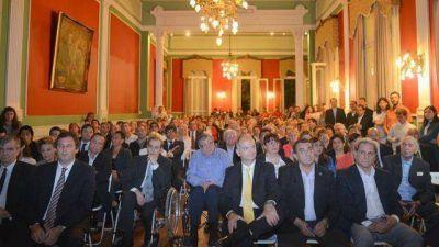 Homenajearon a los concejales paranaenses del período democrático