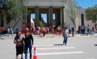 Miles de santiagueños visitaron a sus difuntos