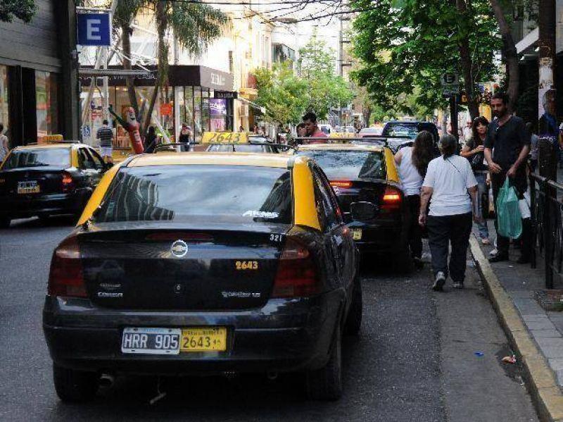 Los taxistas vuelven al Concejo para reclamar una actualización tarifaria