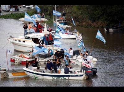 Con una caravana en el río se retomó la protesta contra UPM