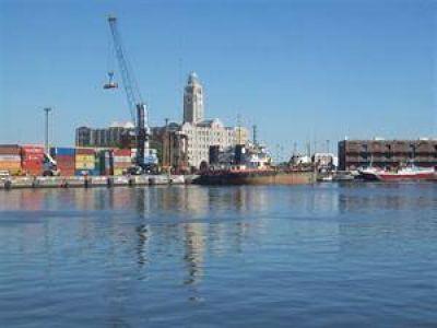Transbordos: una declaraci�n de guerra al puerto de Montevideo
