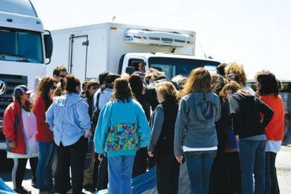Docentes liberaron camiones retenidos durante cuatro días