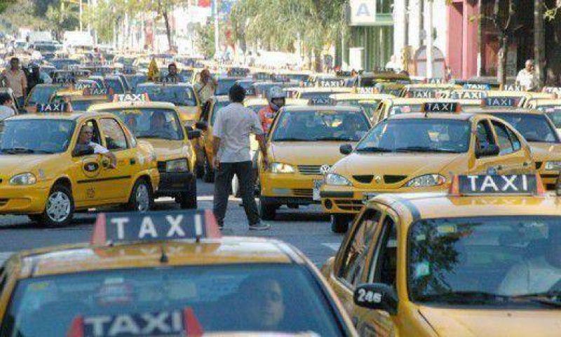 Taxis piden suba del 30% pero Ejecutivo otorgaría la mitad (habrá tarifa nocturna)