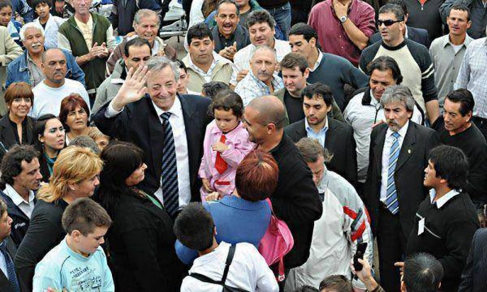 Kirchner visita la papelera Massuh junto a parte del Gabinete