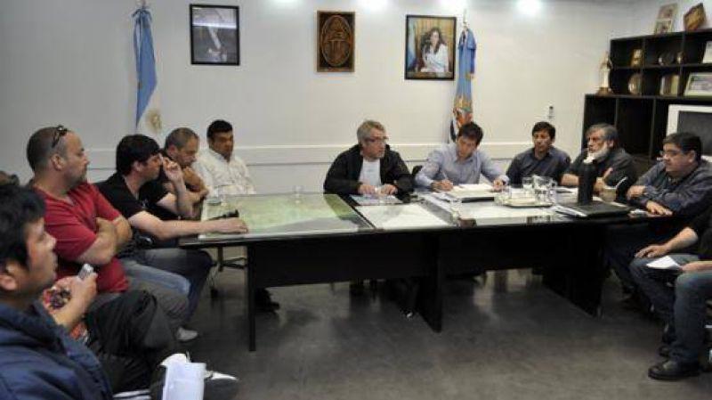 Siguen los bloqueos en el Puerto, pero se reunió el Consejo Pesquero y hubo avances