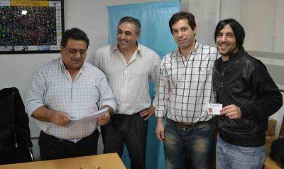 AFSCA Saladillo entregó carnets a locutores locales