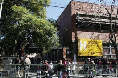 El Gobierno porteño aclaró que seguirá anotando alumnos de provincia, pero privilegiará la cercanía