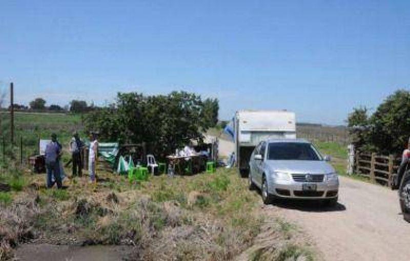 Camioneros bloqueó el acceso al feed lot Valle Azucena por reclamos salariales