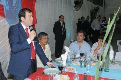 El gobernador acompañó a los canillitas en los festejos por su día