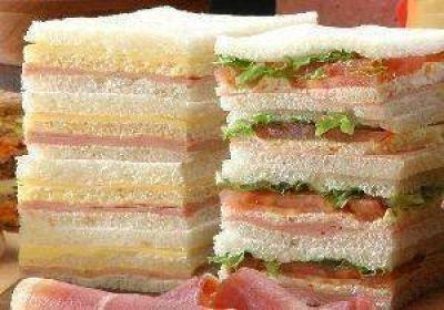 Panaderos indican que el precio del molde de miga para sandwich supera los $100