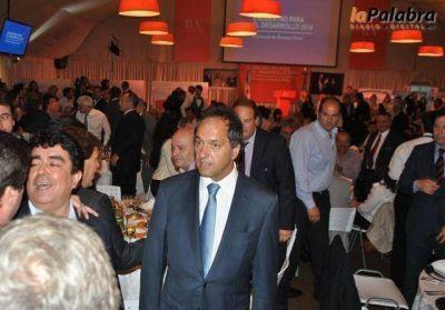 """Garcés participó del """"Encuentro para el desarrollo 2014"""" encabezado por Scioli"""