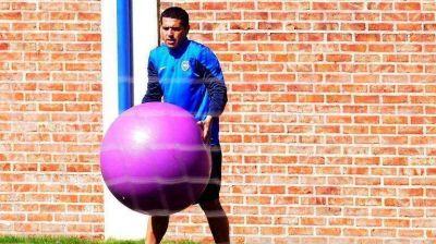 La pelota va hacia el jugador: Riquelme será titular otra vez