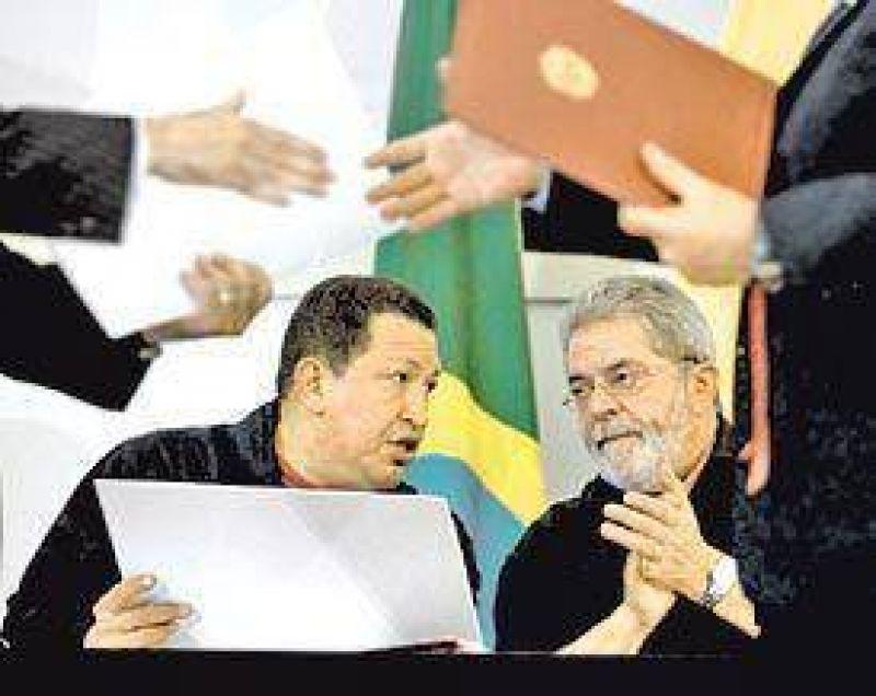 """Chávez obtuvo """"miles de millones de dólares"""" en créditos de Brasil"""