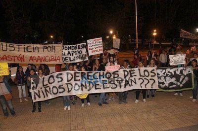 Casi un centenar de personas marcharon reclamando la detención de Hugo Ramírez