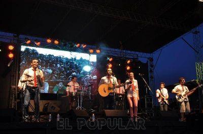 Las Callejeadas y Agapornis llevaron música y alegría al Parque Cerrito