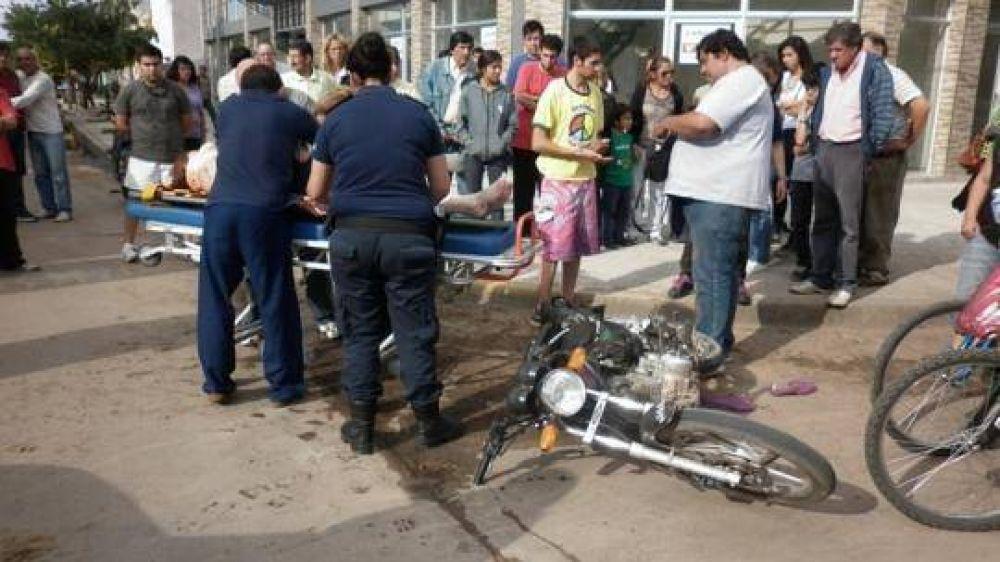 Chocaron una moto y una camioneta en Rivadavia y Necochea