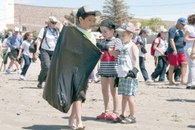 La II Campa�a de Limpieza de Playas cuenta con la participaci�n de otros pa�ses