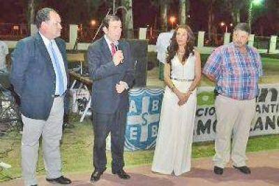 El gobernador y su esposa participaron de cena con bancarios