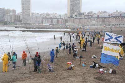 Más de 1.600 pescadores desafiaron el mal tiempo