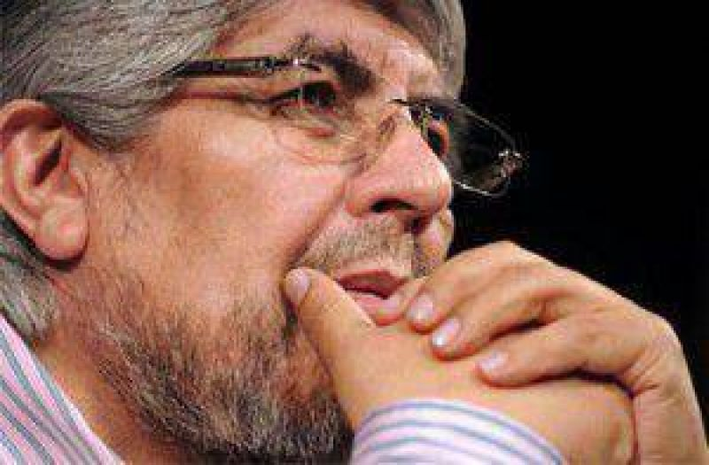 Moyano critic� a Scioli y se mostr� cerca del massismo