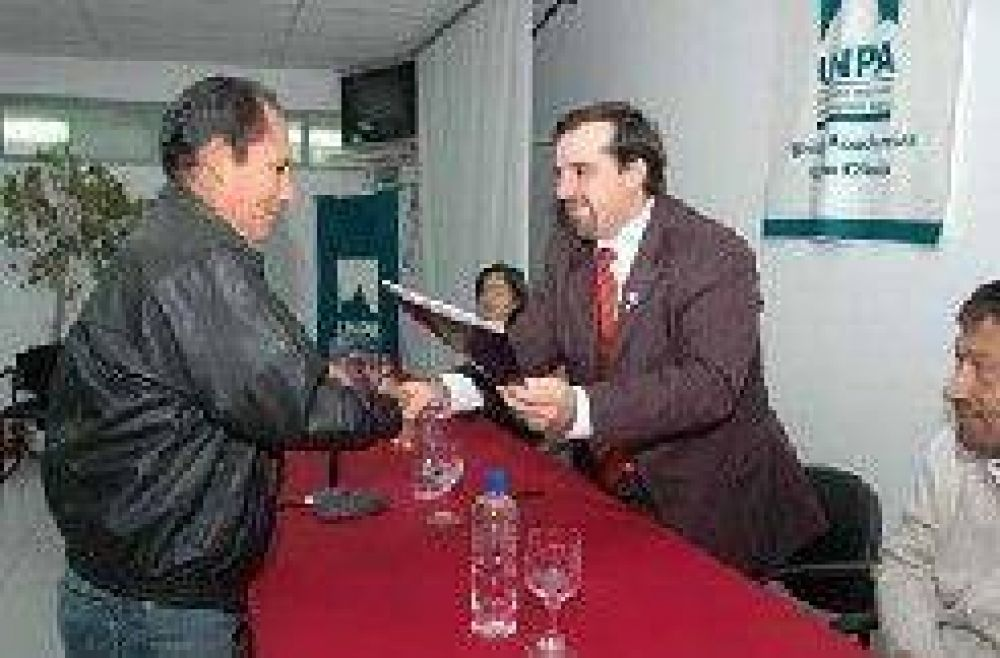 Firman convenio con cooperativas