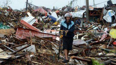 """La ONU teme """"lo peor"""" tras el paso del potente tifón Haiyan que devastó Filipinas"""