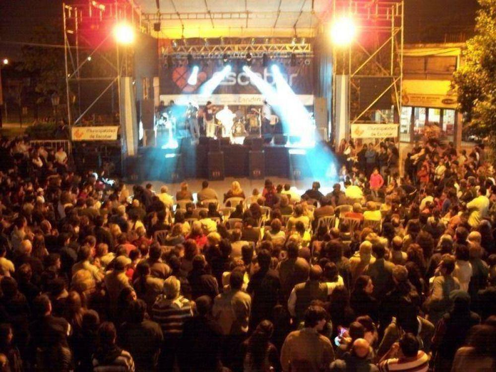 El Festival para festejar el 25 de Mayo en Escobar tuvo multitudinaria convocatoria