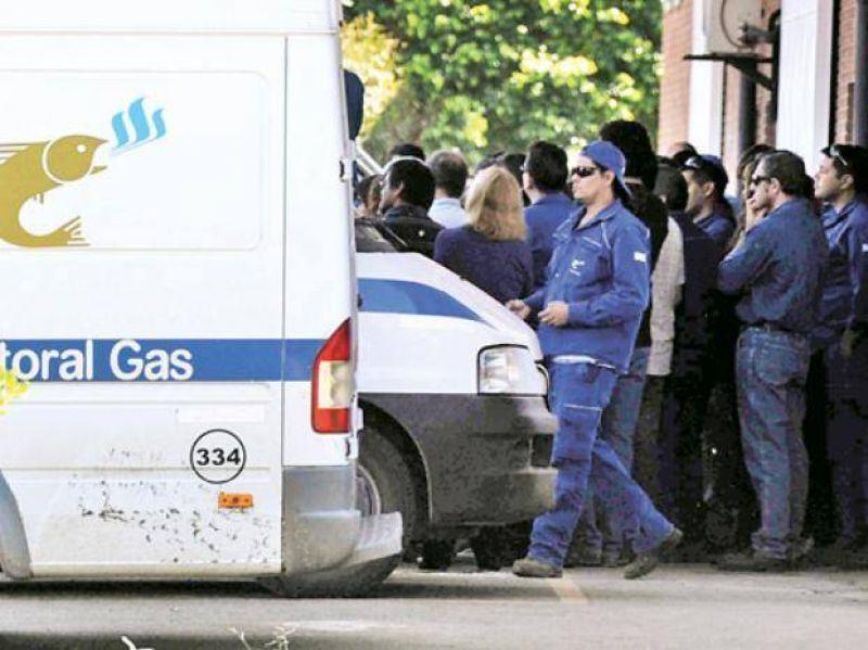 Protesta de empleados de Litoral Gas por la imputación del inspector