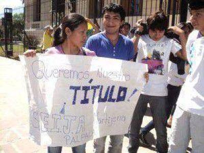 Comunidad Educativa del CEIJA de Palpalá manifestó por falta de entrega de personería jurídica