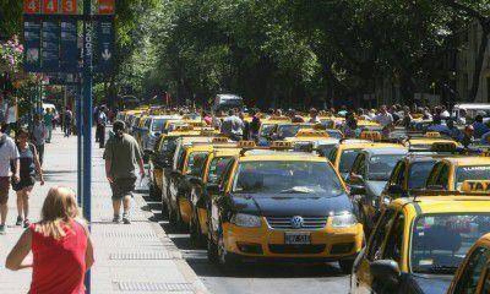 Aprotam le reclama a la Secretaría de Transporte que le indique el auto ideal para aplicar el blíndex