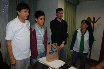 El Intendente Gasparini recibió a Agustín del Negro, medalla de plata en la Final Nacional de los Juegos Nacionales Evita 2013