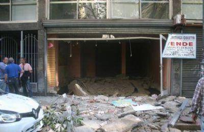 """Por una """"acumulación de gas"""", explotó un local no ocupado sobre calle Moreno al 2400"""