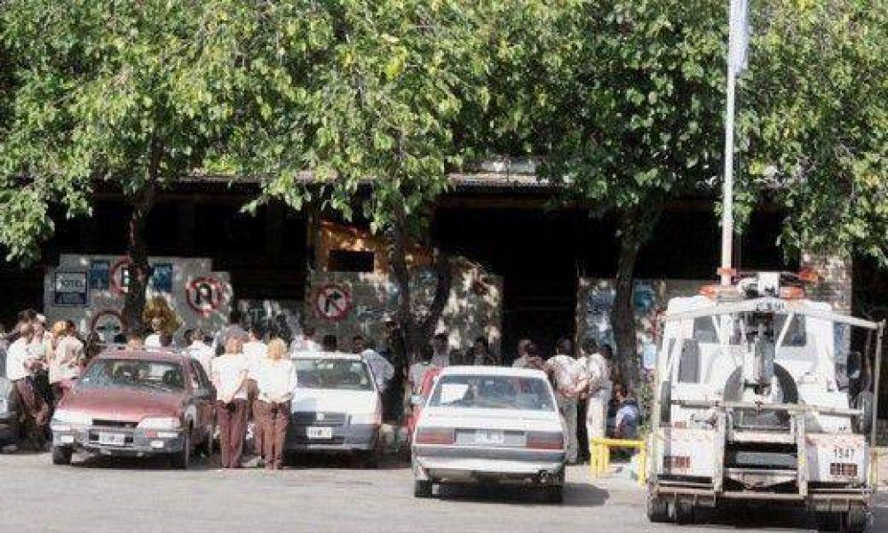 Insólito: inspectores removieron auto oficial y funcionarios lo sacaron del corralón