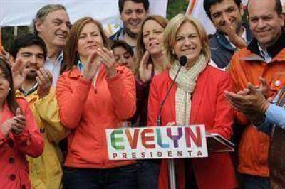 La implosión de la derecha chilena le allana el camino a Bachelet