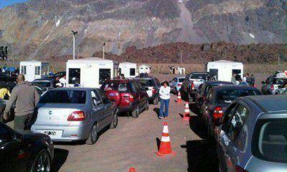 Autoridades chilenas garantizaron la atención en la aduana para autos particulares y colectivos