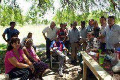 Afectados por la veda, la falta de agua potable y de asistencia sanitaria