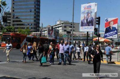 Color, música y llamados al voto en cierres de campaña en Chile