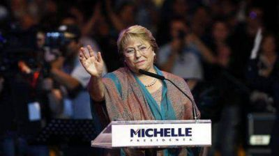 Con Bachelet como favorita, Chile elige nuevo presidente