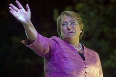 Bachelet, la líder que venció los tabúes y volvió decidida al cambio