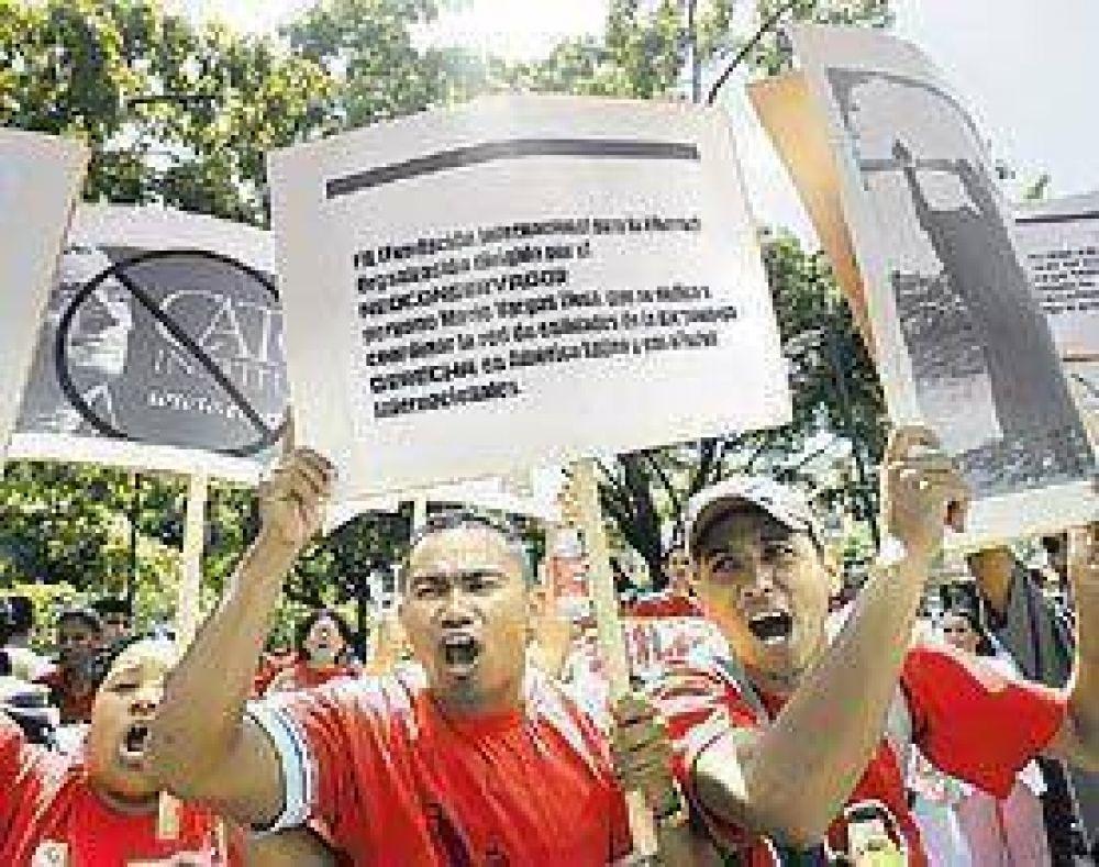 Marchas a favor y en contra de Chávez por su crítica a la prensa