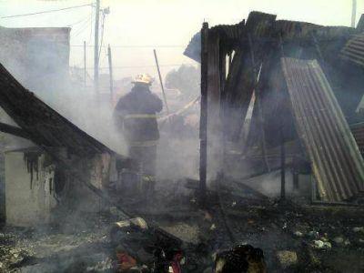 Voraz incendio en 150 entre 13 y 14