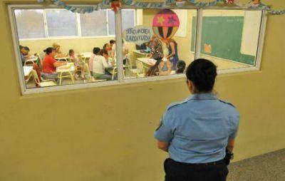 Ya no quedan escuelas municipales sin policías