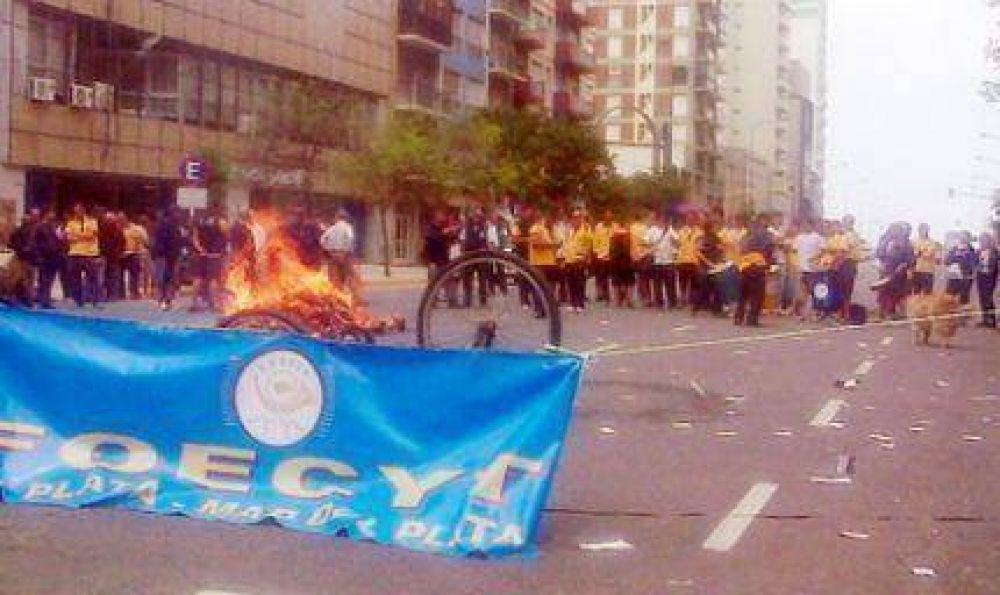 """Trabajadores del Correo Argentino denunciaron """"aprietes"""" en medio de su reclamo"""