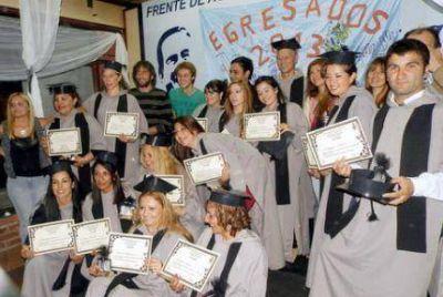 Entregaron diplomas a los primeros Egresados del Plan Fines