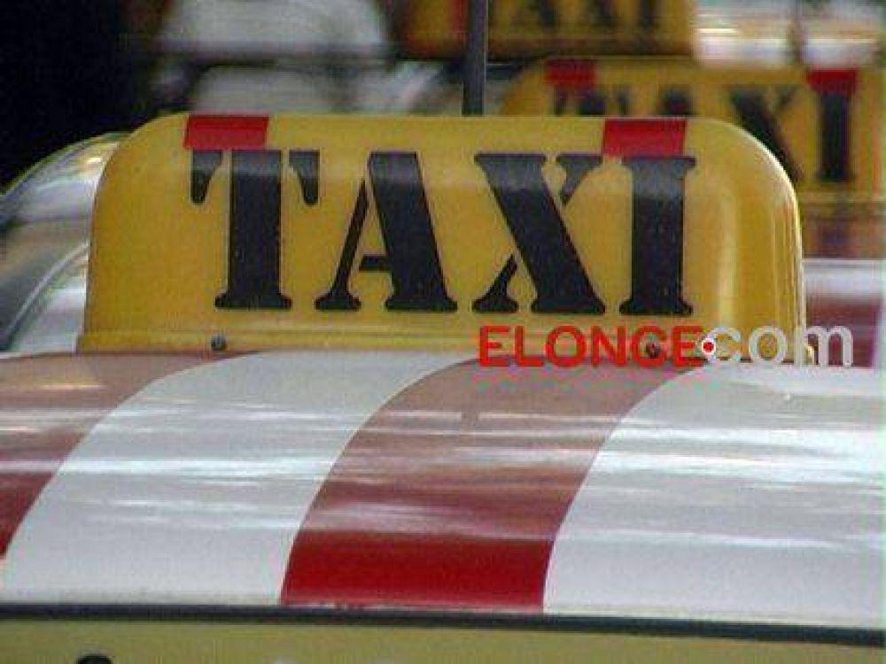 """Taxistas insisten con los reclamos por la """"competencia desleal"""" de los remises"""
